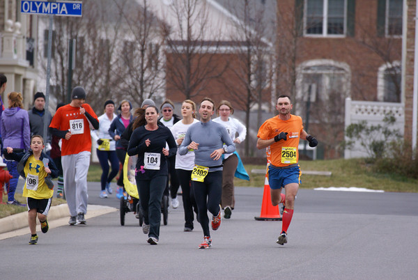 10k runners on their second lap navigate around 5k at the Ringing in Hope races New Year's Even in Ashburn. Photo by Cheryl Young