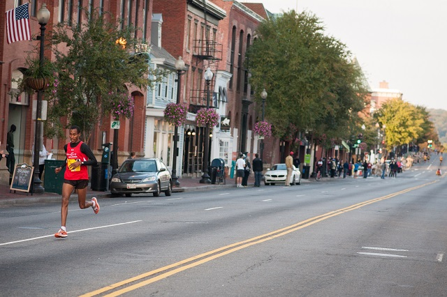 Girma Bedada holds a sizable lead five miles into the Marine Corps Marathon. Photo:Jimmy Daly