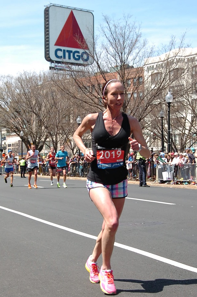 Kara Waters closing in on the Boston Marathon finish line. Photo: Marathon Foto