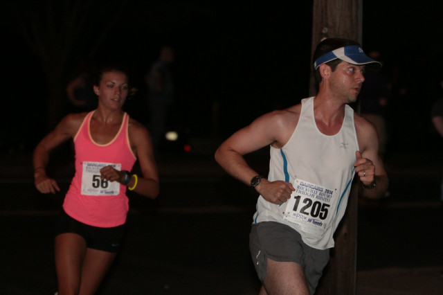 John Sides leads Zanny Ludtke in the Rockville Twilighter 8k. Photo: Jim Rich