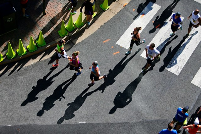 Runners make their way down Clarendon Boulevard. Photo: Brian W. Knight/Swim Bike Run Photography