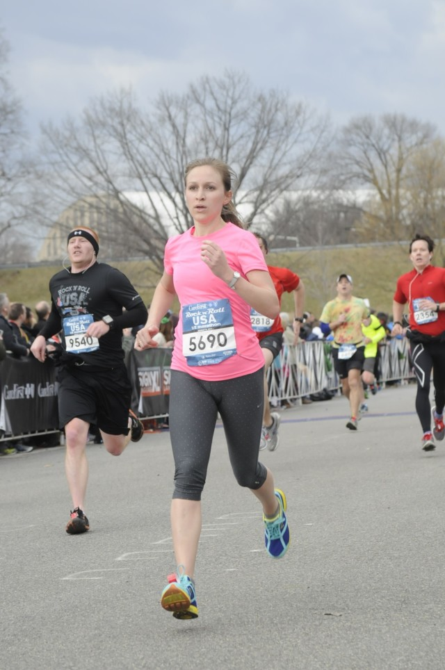 Amelia McKeithen at the 2014 Rock 'n' Roll USA Half Marathon, Photo: MarathonFoto