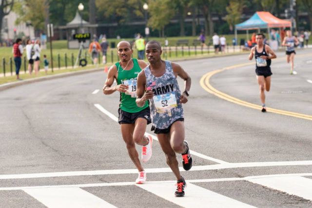 Samuel Kosgei tries to pull away from Desta at 25k of the Marine Corps Marathon. Photo: Dustin Whitlow/DWhit Photography
