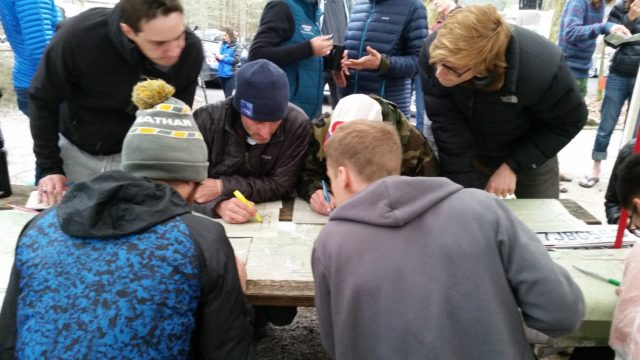 Mike Wardian, lower left, draws his own map from the master course map. Photo: Ed Aramayo