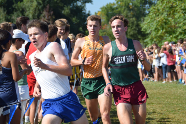 Sam Affolder (middle) stalks Philip Lambert (left) and Peyton Barish 2k into the Oatlands Invitational. Photo: Charlie Ban