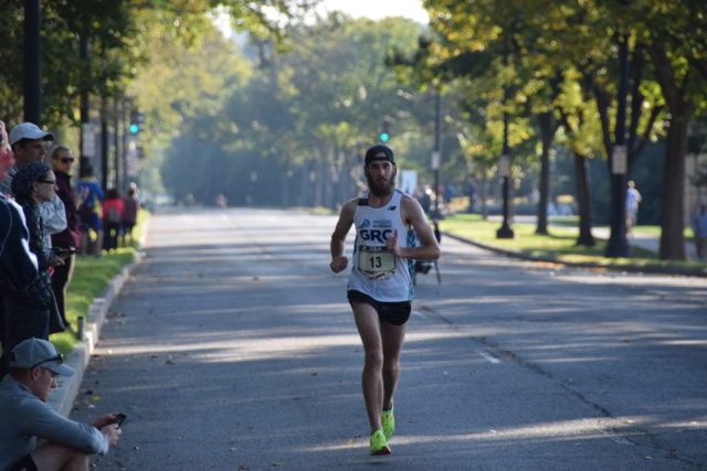 Kieran O'Connor hold at 1:47 lead as he hits the 16th mile mark of the 2017 Marine Corps Marathon. Photo; Charlie Ban